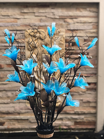 Low voltage flower light arrangement LBblue