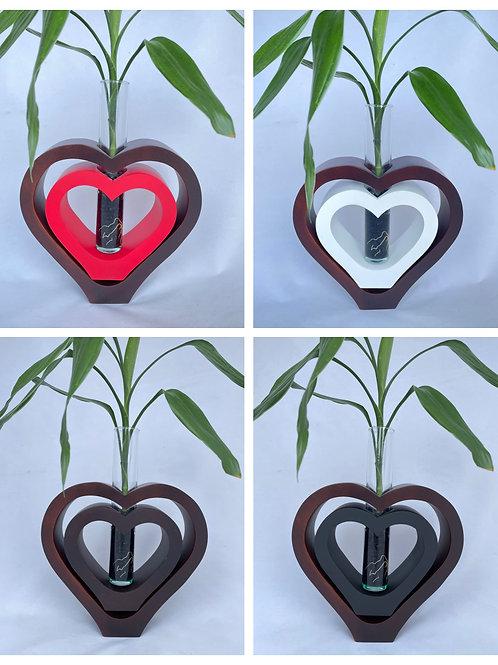 Mango wood vase dbl heart Br