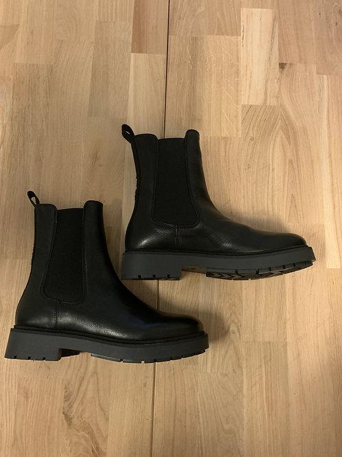 0136 Zwartleren Chelsea boot ViaVai