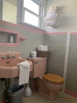 B unit bathroom 2