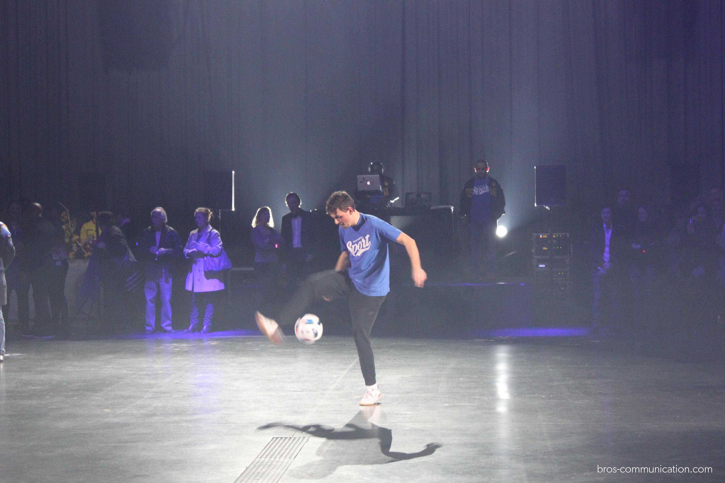 Show Corentin Baron Zénith football freestyle soccer foot Orléans stade ligue champion artiste jongl