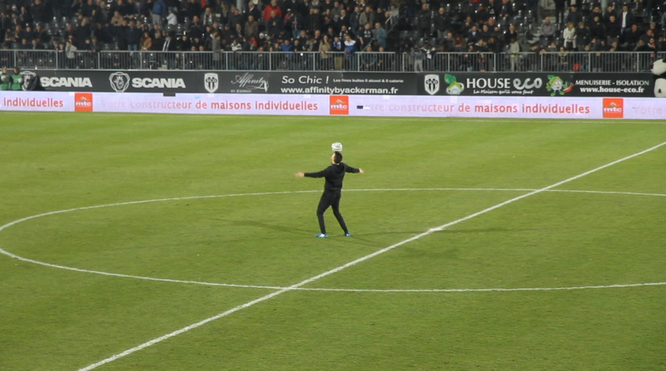 Angers Sco show freestyle football