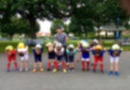 Initiation football freestyle aux Herbiers en Vendée avec Corentin Baron pour apprende les tricks de freestyle foot avec le ballon. Corentin a donné des astuces et conseils pour jongler et faire des gestes techniques comme le tour du monde et le jonglage