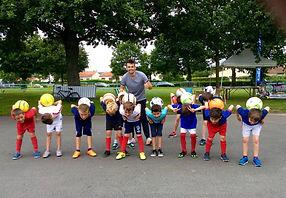 Initiation football freestyle avec Corentin Baron à Nantes pour apprende les bases de la discipline, les gestes techniques, dribbles, jonglage avec le ballon.