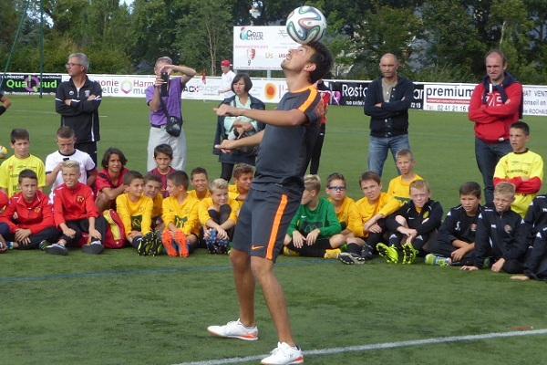 Show freestyle football foot Corentin Baron ballon jongleur tournoi jeunes enfan