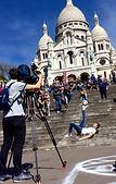 Tournage freestyle football avec Corentin Baron champion de street foot pour des publicités et vidéos France télévision. Démonstrations et spectacles dans les rues de Paris. Artiste du ballon, gestes techniques et accrobaties de ce jongleur professionnel.