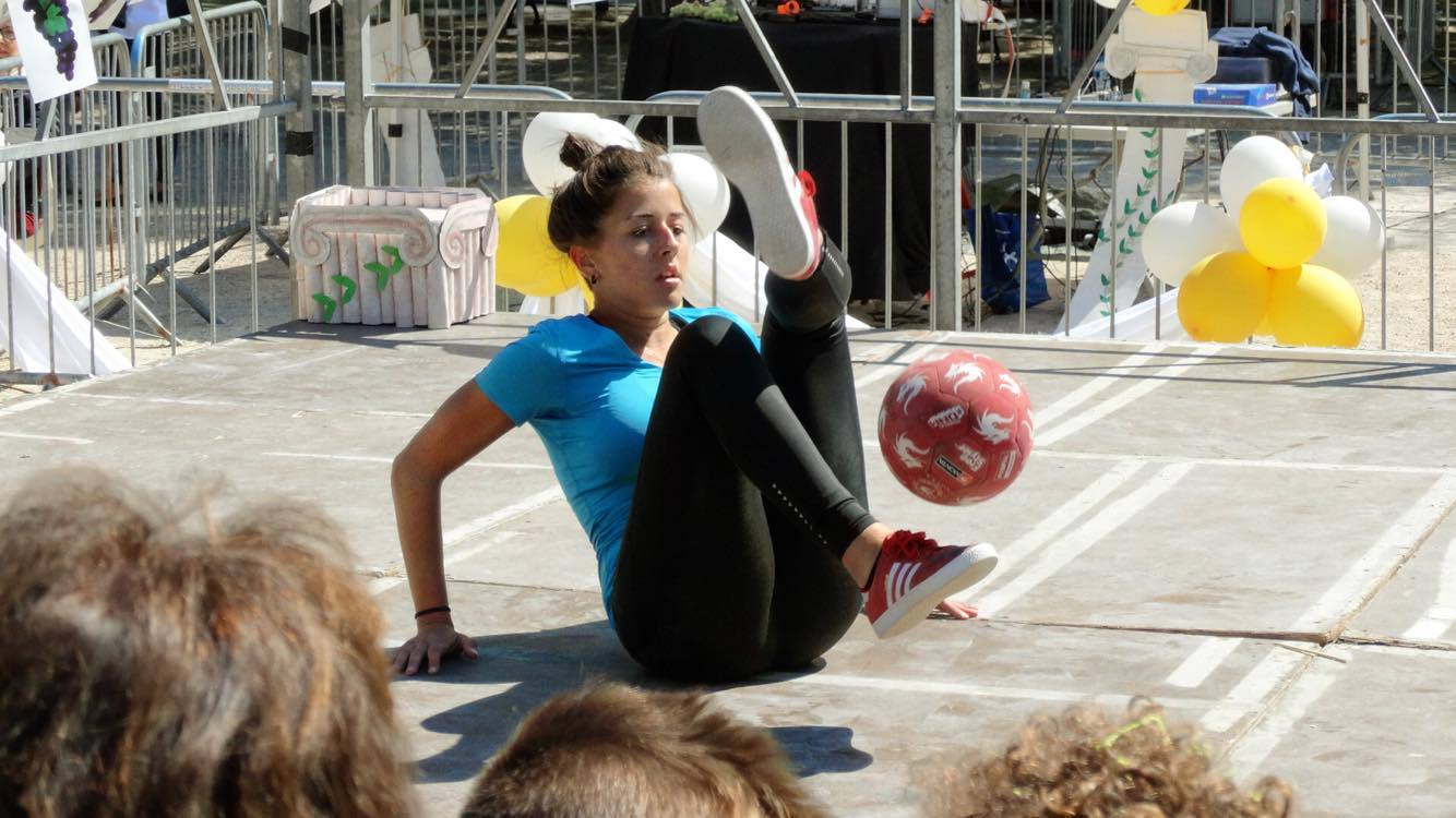 Alice freestyle football show Marseille Nice foot évènement prestation animation démonstration femme