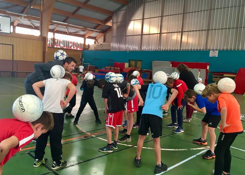 Partout en France, la team Trick Me propose des initiations et stage pour apprendre le football freestyle. L'équipe Trick Me assurait plusieurs séances d'initiations partout en France, dans les villes d'Angers, Paris, Saint Étienne, Lyon et Grenoble. Rien de mieux que d'apprendre les meilleurs gestes techniques avec de