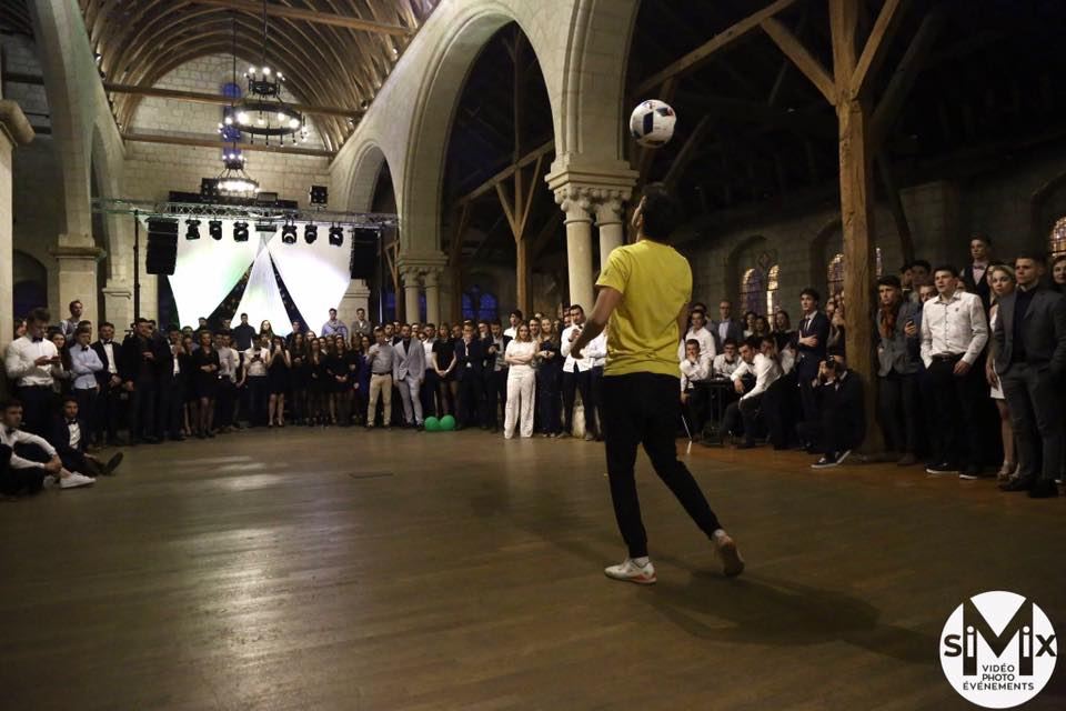 Corentin Baron Paris Euro 2016 Freestyle Football show spectacle animation jongleur jonglage profess