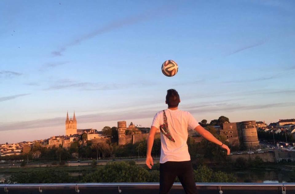 Show Football Freestyle à Angers pour un spectacle sur le thème du football. ''Stadium'' de Mohamed El Khatibc'est le spectacle football de la rentrée mettant en scène les supporters du RC Lens. En avant spectacle et dans le cadre de la semaine culture foot, Corentin a réalisé un show dans le forum du Quai à Angers.