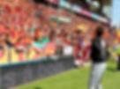 Démonstration football freestyle au RC Lens au stade Bollaert avec Corentin Baron champion de la discipline, de l'équipe d'artiste freestyler Trick Me. Une animation pour les supporters du clubd du nord, avec des initiations et défis en avant match et des démonstrations sur le terrain et dans les salons entreprises.