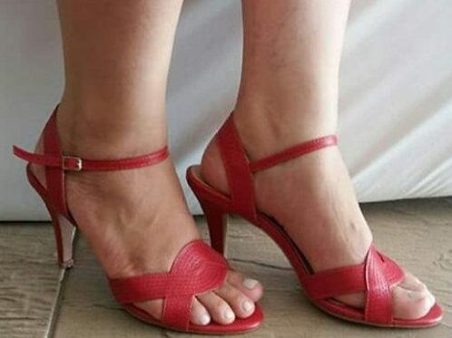Sandália em couro salto 8 cms nas cores vermelho e azul petróleo