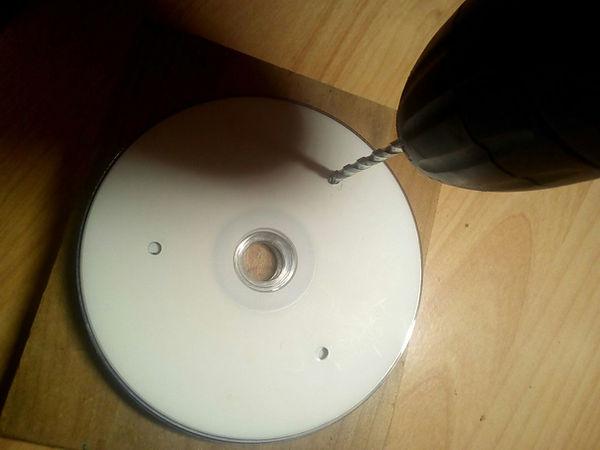 Percer des trous dans un CD pour magrav structure