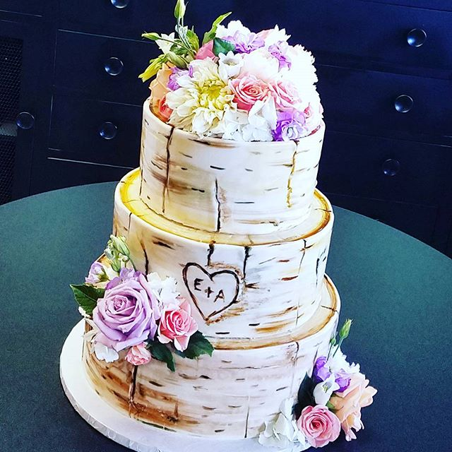 Birch tree wedding cakes are SO cool! #e