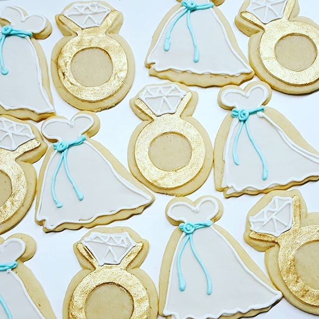 #bridalshower #sugarcookies #goldandlace