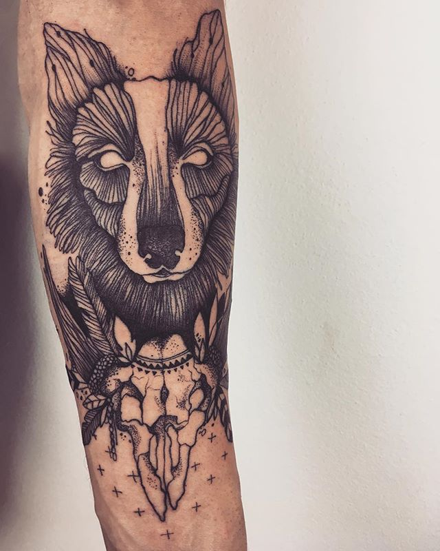 #tattoo #tattooart #tatttooing #tattooed #tattooink #ink #inked #wolf #wolftattoo #dog #ornaments #s