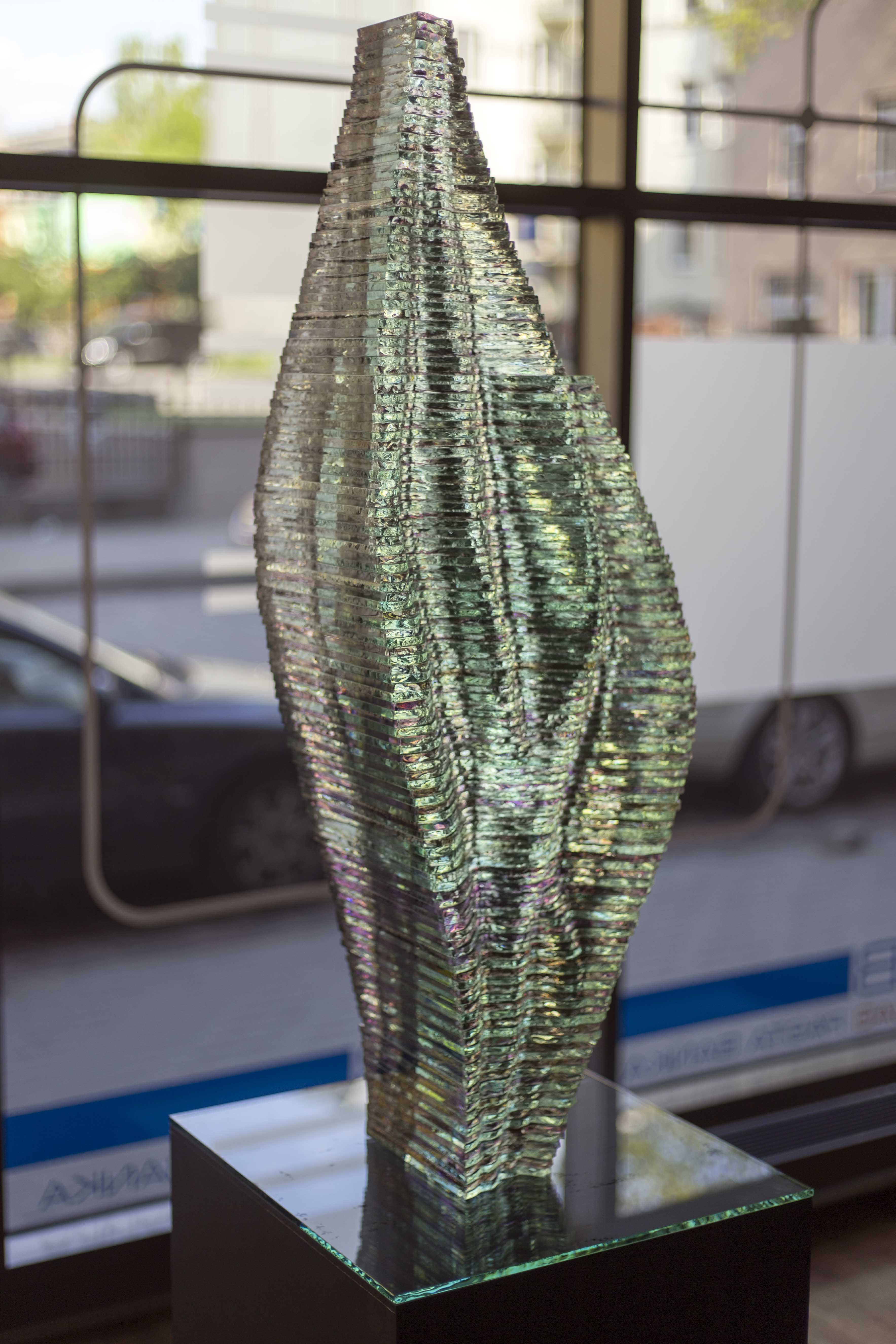 Layered Glass sculpture Caleo_by Ernest Vitin