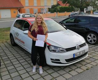 Die Fahrprüfung hast Dumit Bravour bestanden.  Deine Fahrschule Drive In(n) GmbH