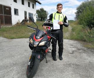 Herzlich Glückwunsch zu deinem Führerschein.  Deine Fahrschule Drive In(n) GmbH