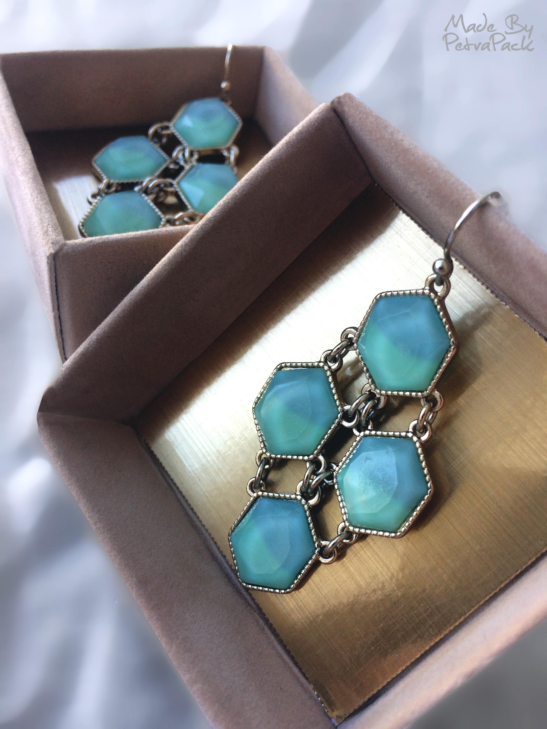 Ear-ring-box