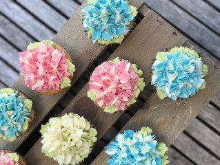 Super Simple Buttercream Hydrangeas