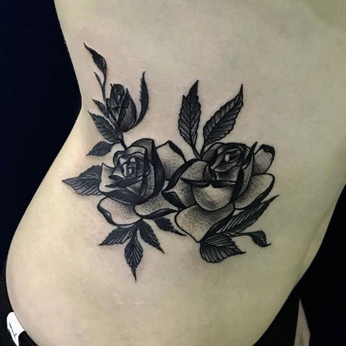 Черно-белые розы. Татуировки для девушек