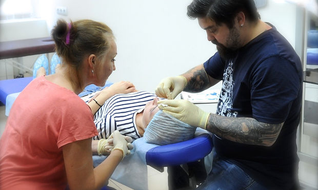 удаление татуажа микроблейдинга Красного