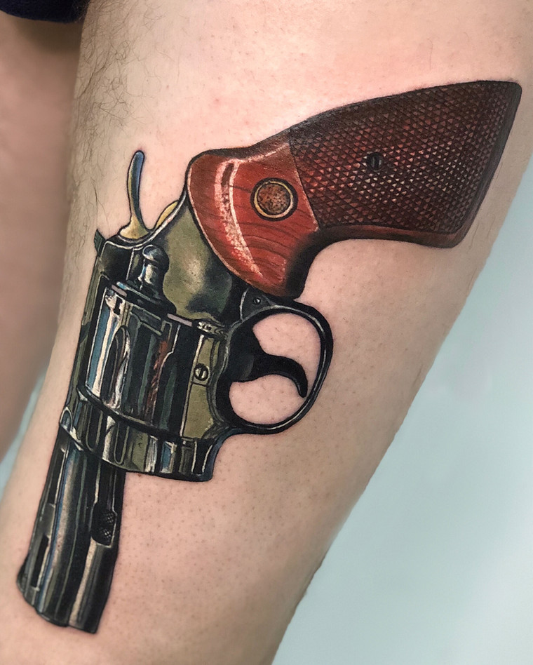 Татуировка револьвера