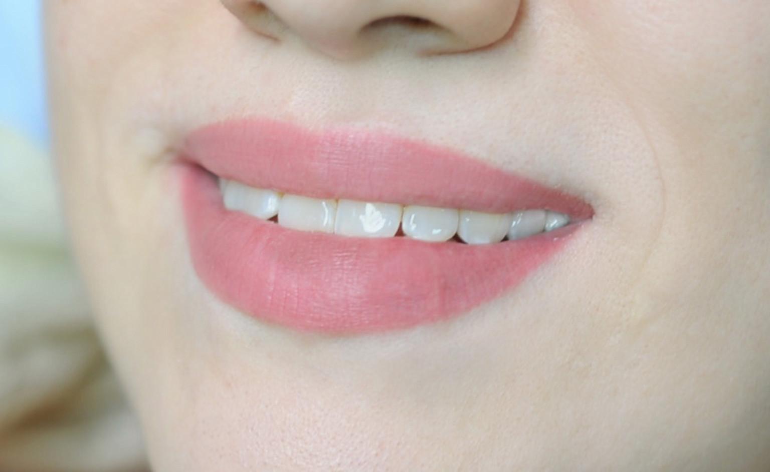 Пудровое напыление губ. Натуральный перманентный макияж.