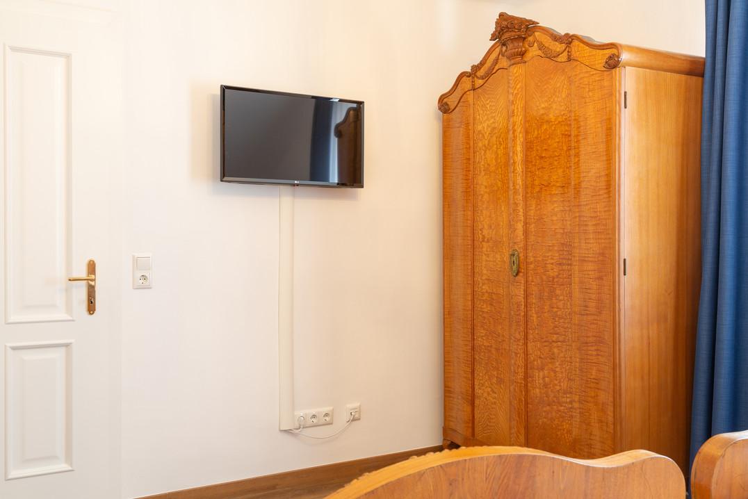 Schlafzimmer mit Smart TV, Heritage Boutique Apartment Adele