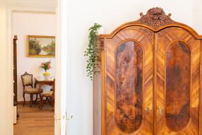 Schlafzimmer mit Blick in Küche, Heritage Boutique Apartment Katharina