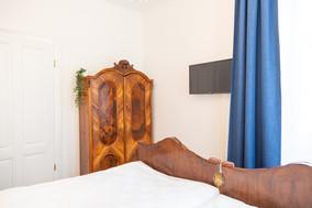 Schlafzimmer mit Smart TV, Heritage Boutique Apartment Katharina