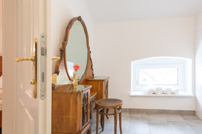 Psyche, Heritage Boutique Apartment Adele