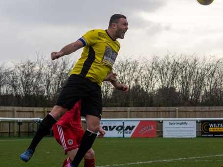 Josh Ford re-signs for the 20/21 season.