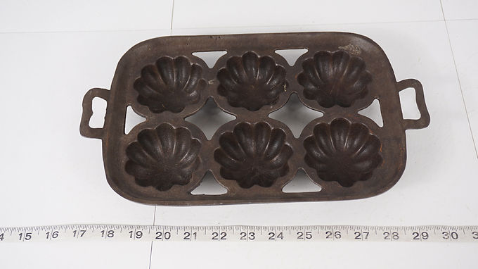 Cast Iron Turks Head Muffin Pan