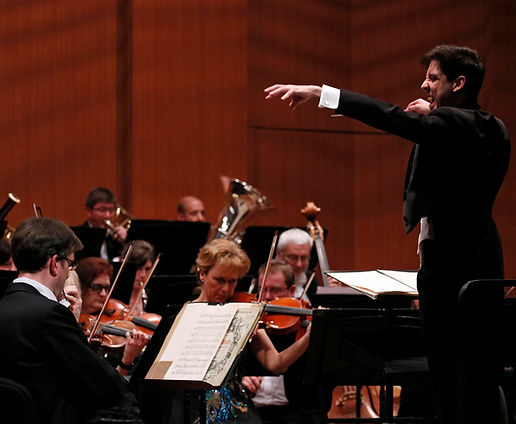 Nimrod David Pfeffer conducting the Hungarian Symphony Orchestra Miskolc