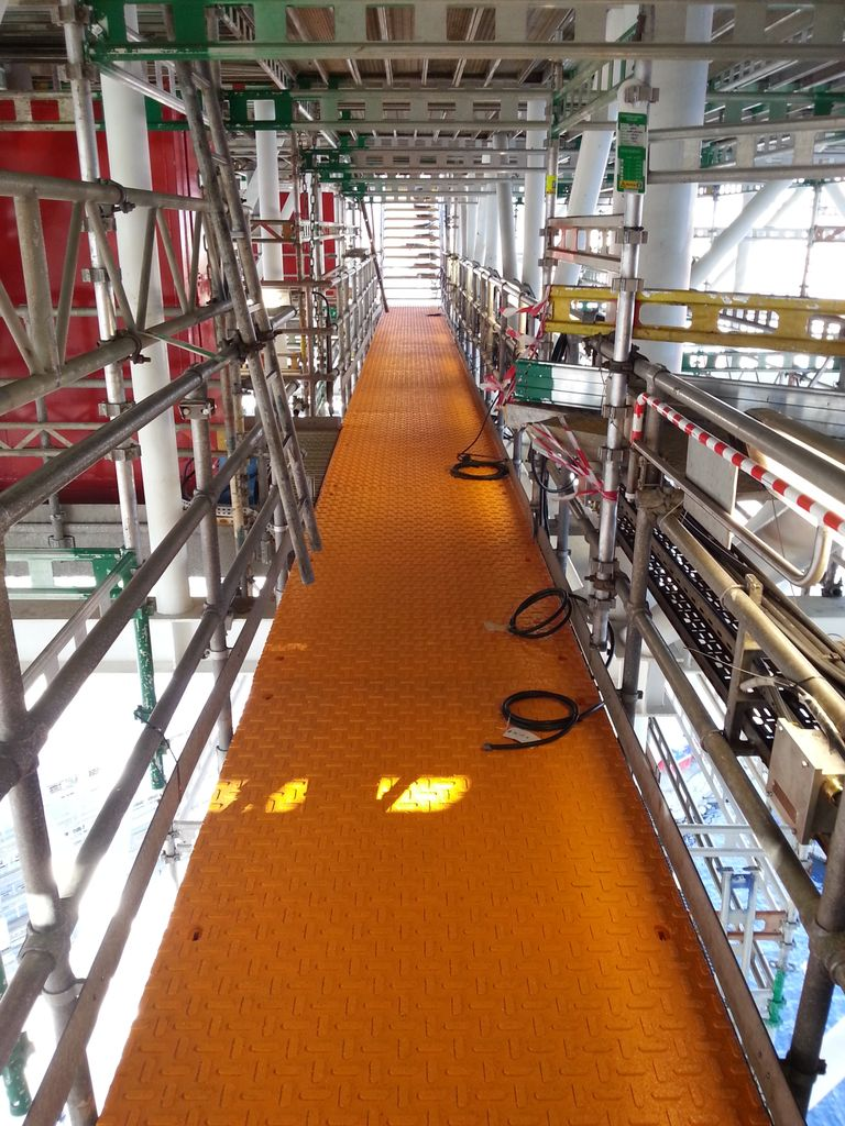 HEATED ELEVATED GRATING
