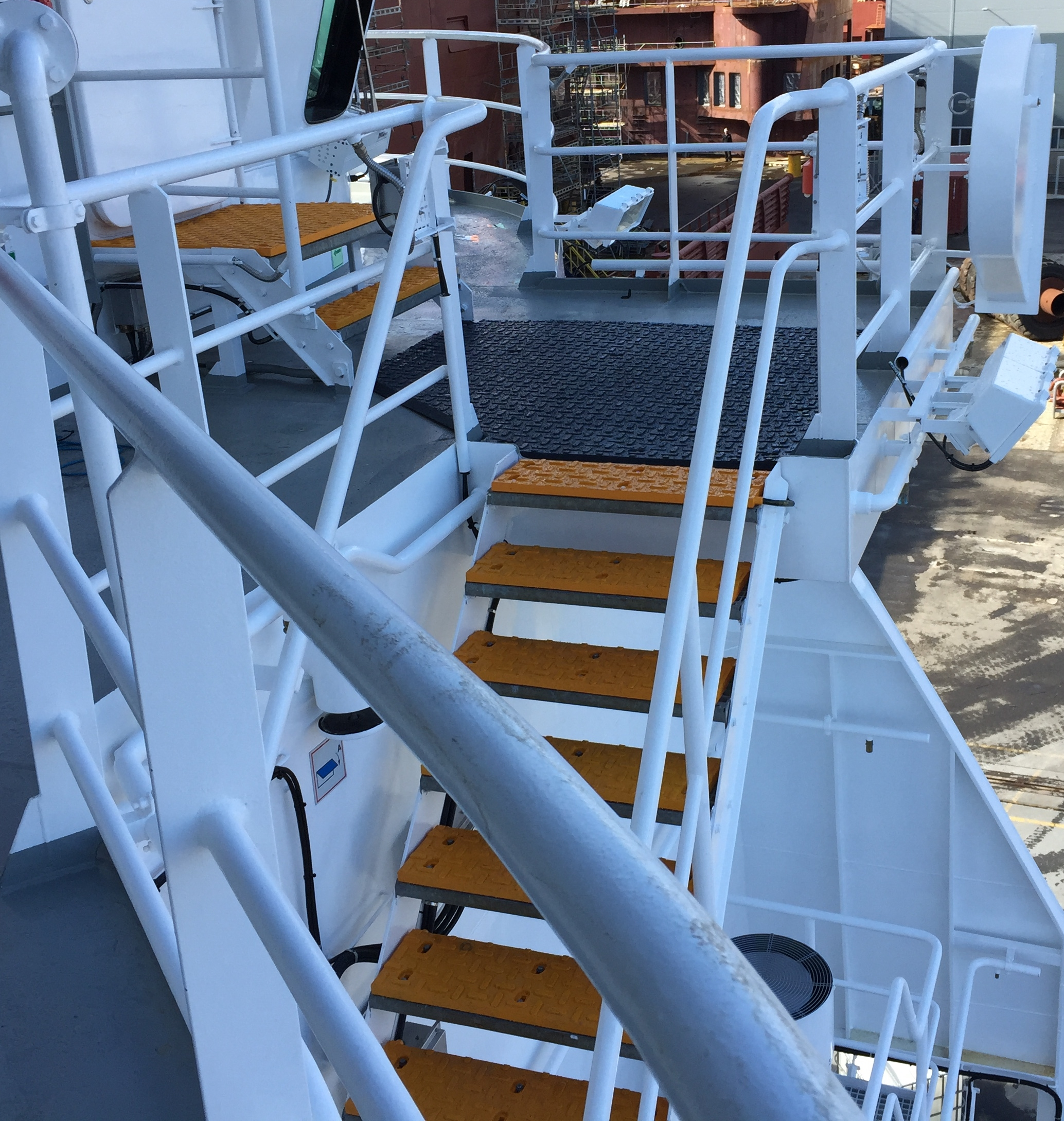 Kleven Shipyard Install Arctic Treads