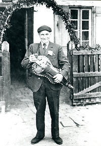 Jouanès Rablade Joueur de vielle (1875-1951).jpg