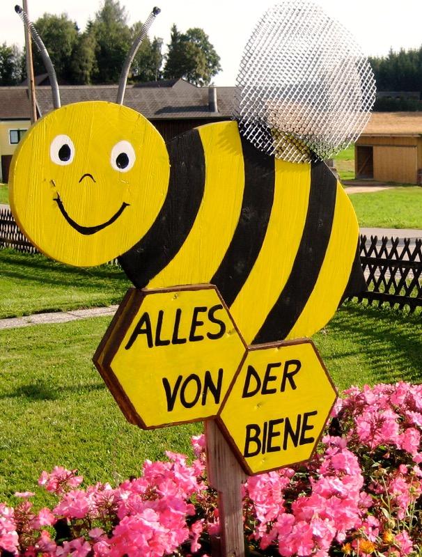 Hinweisschild- Alles von der Biene