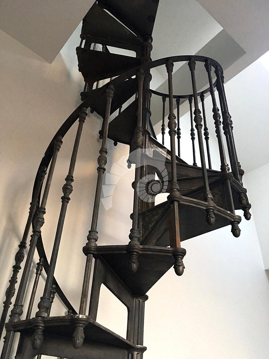 escalier colima on en fonte retro industriel vente et installation gracieux1895. Black Bedroom Furniture Sets. Home Design Ideas