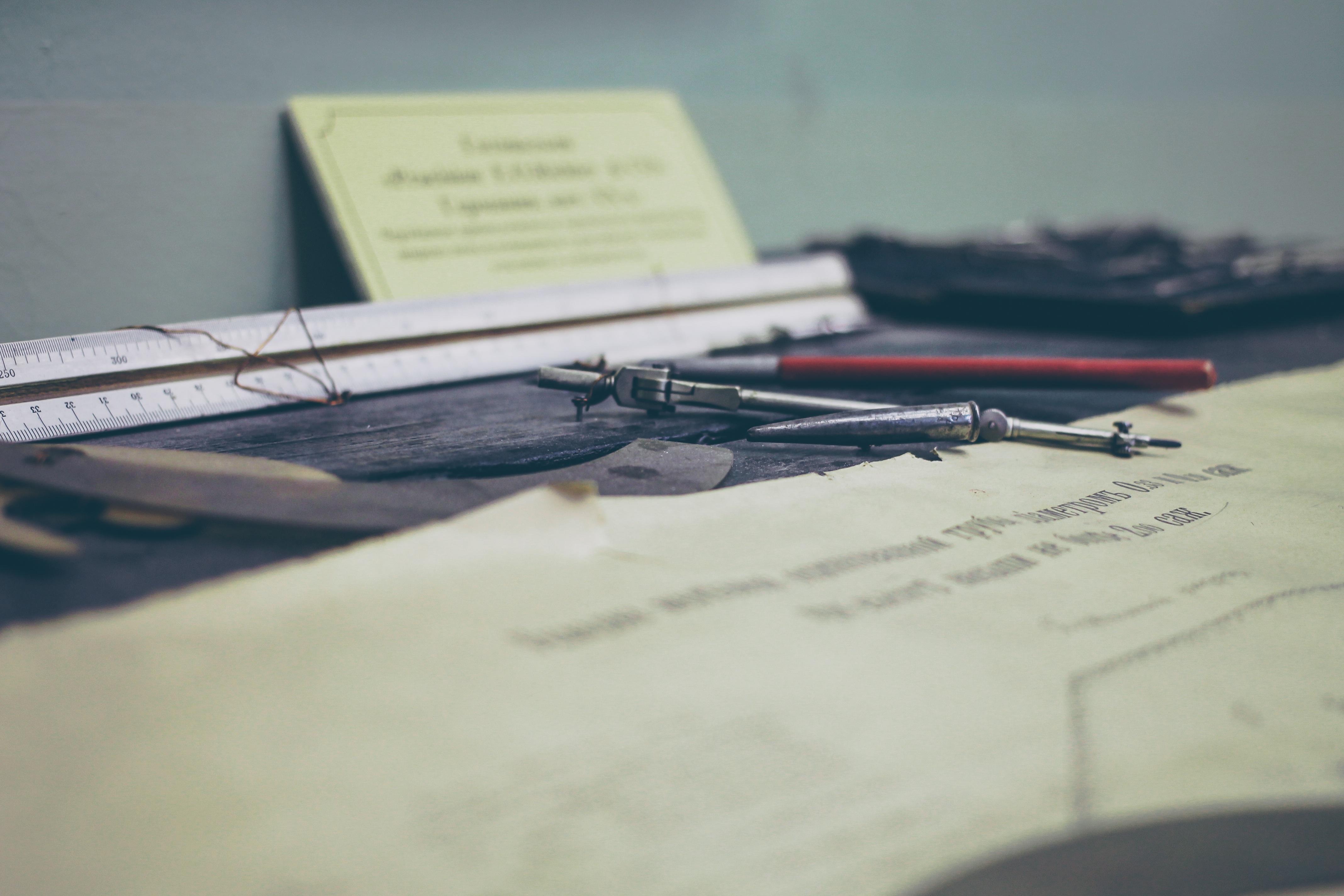 desk-828962.jpg