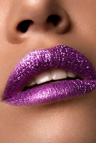 Creative_Makeup_Macro_Lip_Look