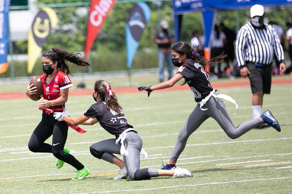 Flag Football Varsity Kiwanis se pone parejo