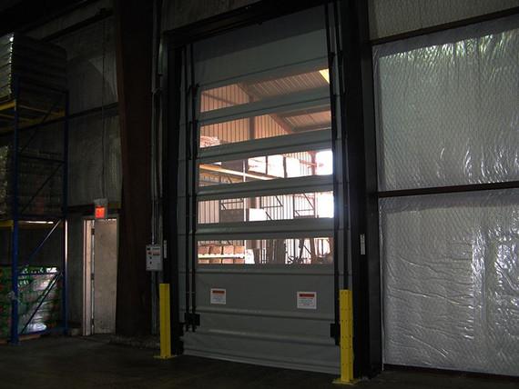 Puertas Rápidas Trakline Fold de Rite-Hite