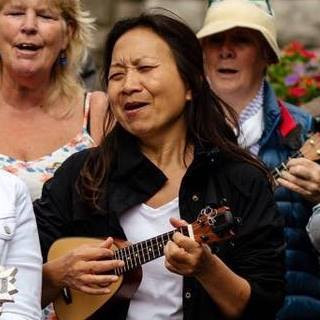 New interview with the amazing multi instrumentalist and ukulele teacher Anne Ku.