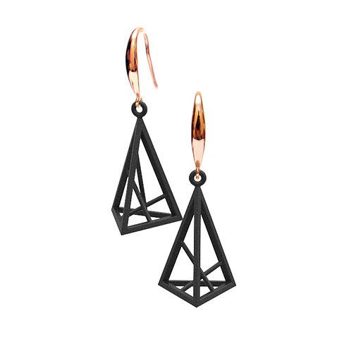 Spacing Triangle Earrings S Size (Black) | Sense of Space Collection