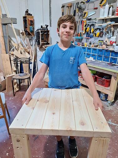 טימור עם שולחן לפני צבע.jpg