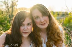 Laura and Jessi Summer Photoshoot  Portraits by Photograper Jocelyne Berumen-1