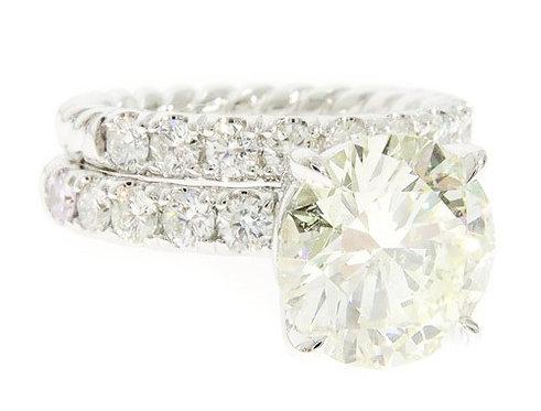 Round Cut Engagement Ring Set